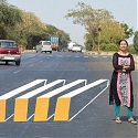 (Video) Painted Optical Illusion Road Blocks Trick Drivers Into Slowing Down in India