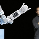 (Video) Festo's Agile Robot Handles Objects Effortlessly - BionicSoftHand
