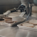 (Video) Flippy Robot Takes Over The Hamburger Station in California Restaurant
